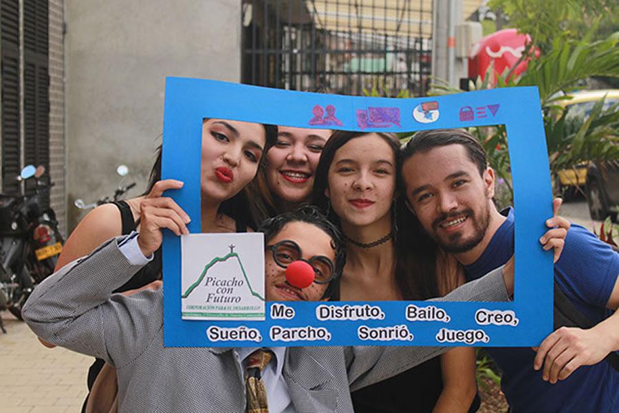 Iniciativas juveniles por la Comuna